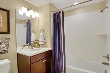 San Clemente Model2116 Lone-large-038-32-Bathroom-1500x998-72dpi